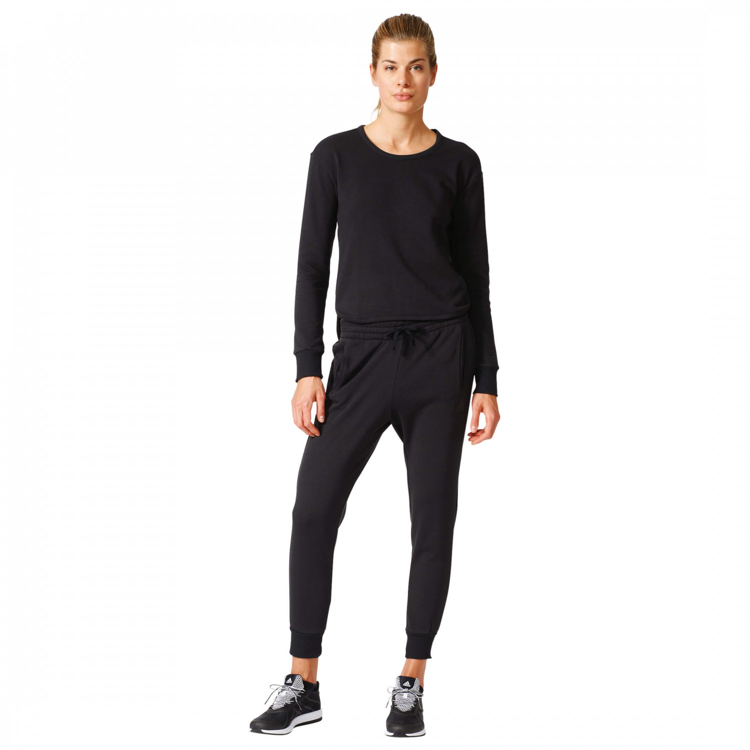 View all ladies clothing We have a massive range of women's tracksuits available for every day casualwear as well as playing sports. These ladies designer tracksuits are available in a range of sizes, colours and styles all at hugely discounted prizes.